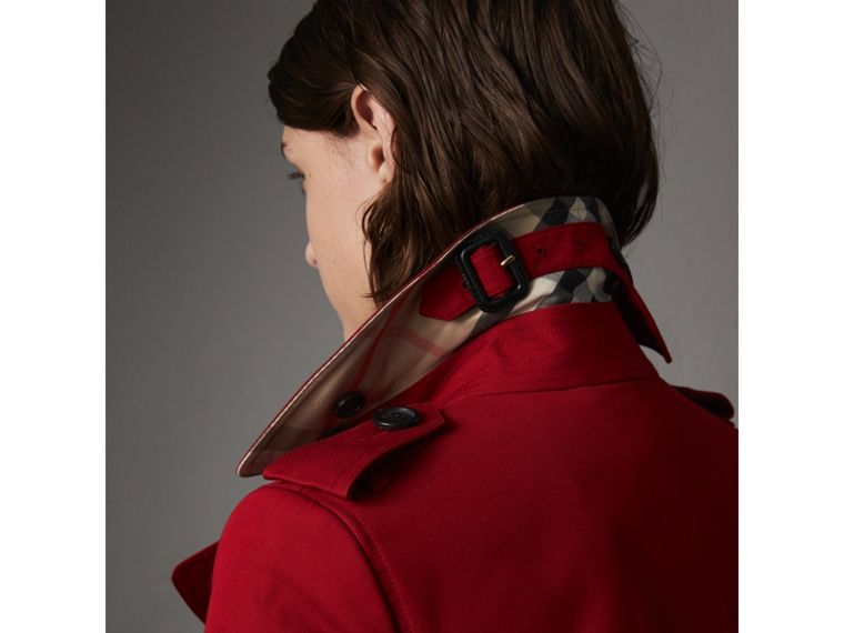 The Chelsea – Short Trench Coat in Parade Red - Women | Burberry United States - cell image 1