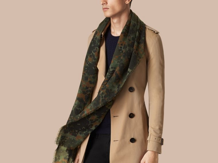 Dark cedar green The Lightweight Cashmere Scarf in Camouflage Print - cell image 2