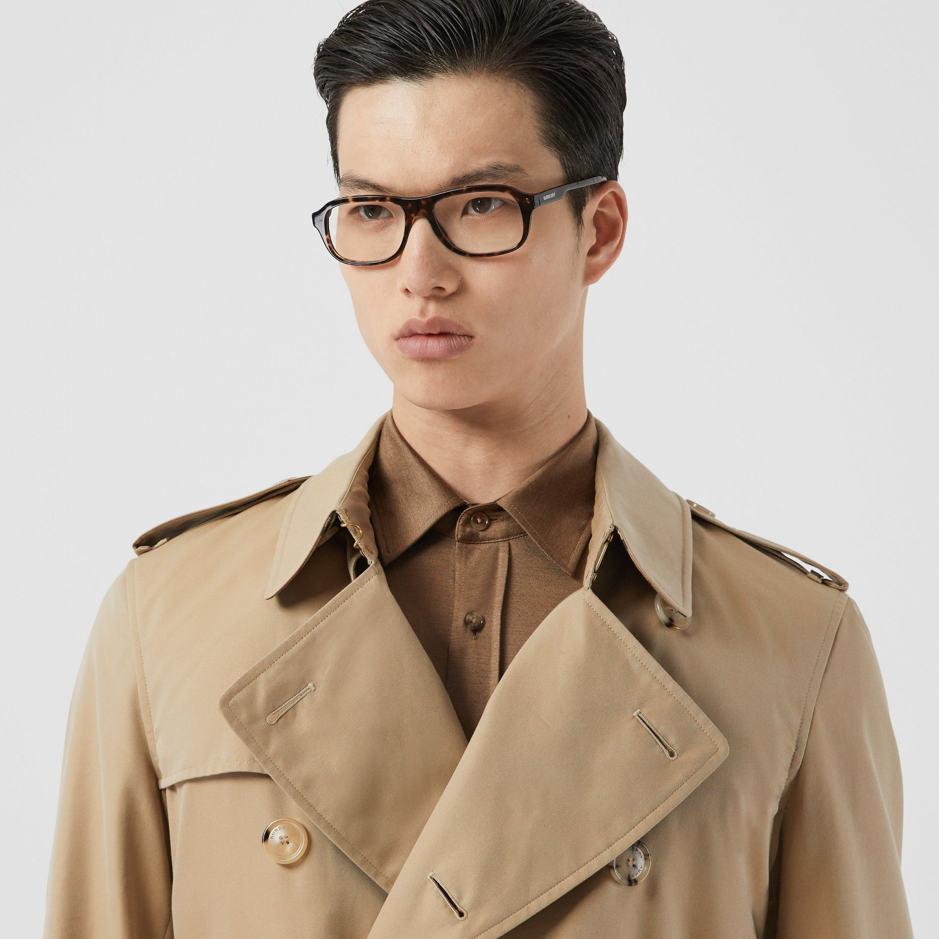 The Mid-length Chelsea Heritage Trench Coat in Honey - Men | Burberry Australia - gallery image 9