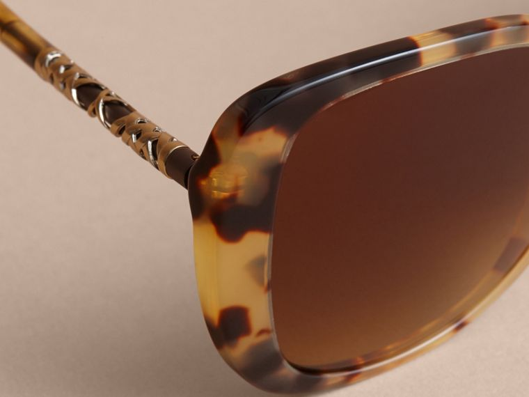 Check Detail Butterfly Frame Sunglasses Umber Yellow - cell image 1