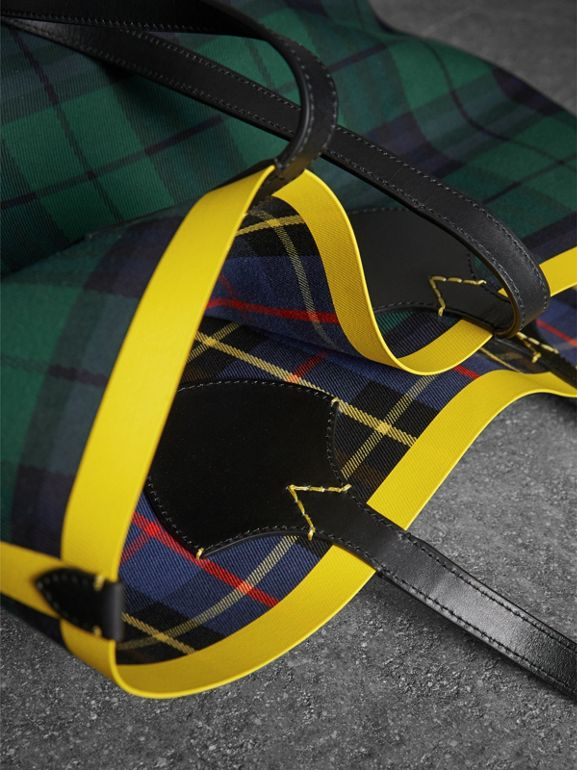 The Giant Reversible Tote in Tartan Cotton in Racing Green/cobalt Blue | Burberry United States - cell image 1