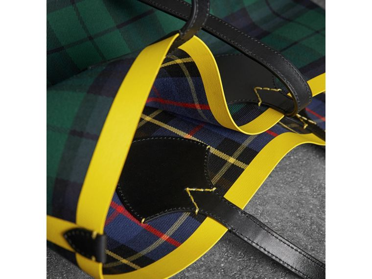 The Giant Reversible Tote in Tartan Cotton in Racing Green/cobalt Blue | Burberry Australia - cell image 1