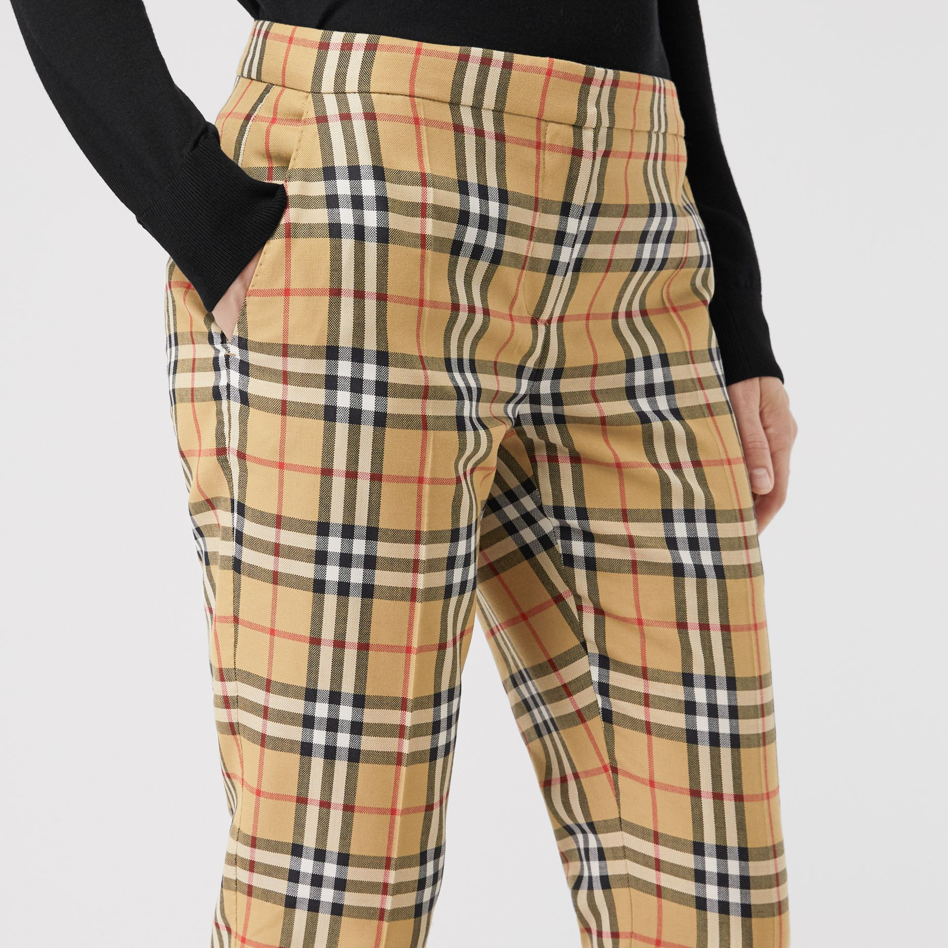 Pantalon cigarette en laine à motif Vintage check (Jaune Antique) - Femme | Burberry Canada - photo de la galerie 1