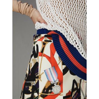 Burberry - Mini-jupe en laine en soie à imprimé écharpes d'archive et graffiti - 2