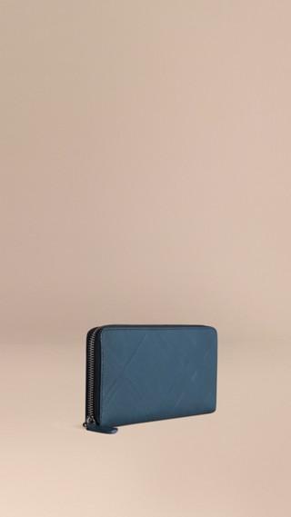 Portefeuille zippé en cuir à motif check estampé