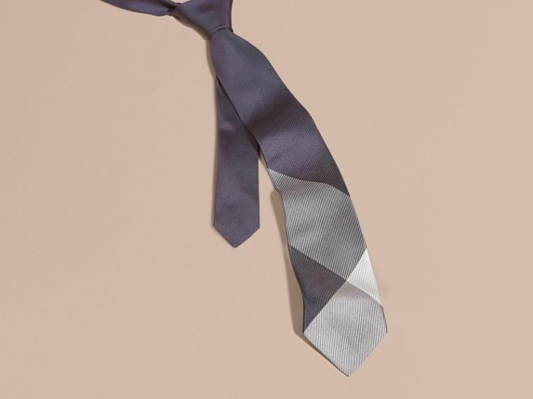Baie de sureau sombre Cravate moderne en soie et jacquard à motif check Baie  Sureau Sombre - cell image 2