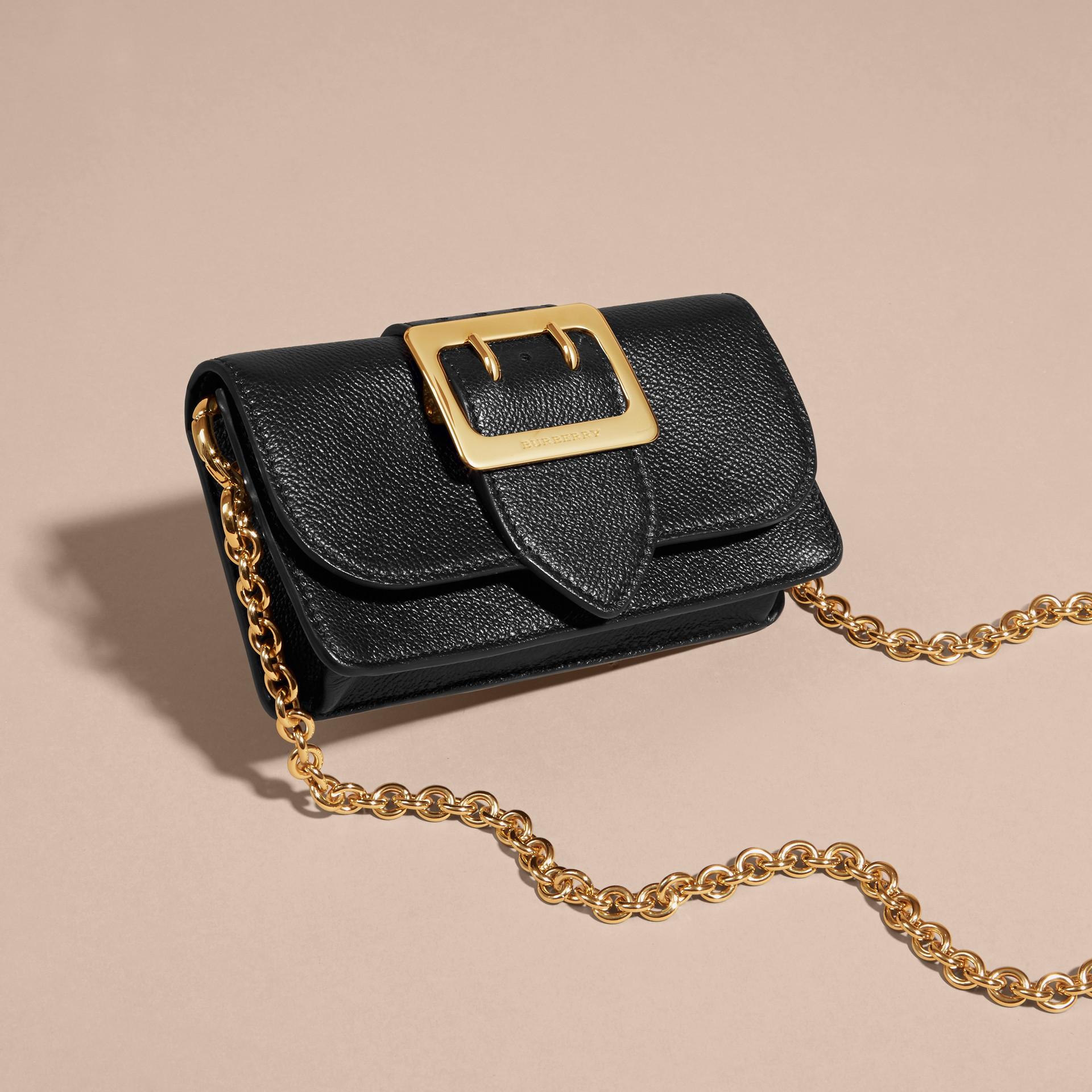 Noir Mini sac The Buckle en cuir grainé Noir - photo de la galerie 6