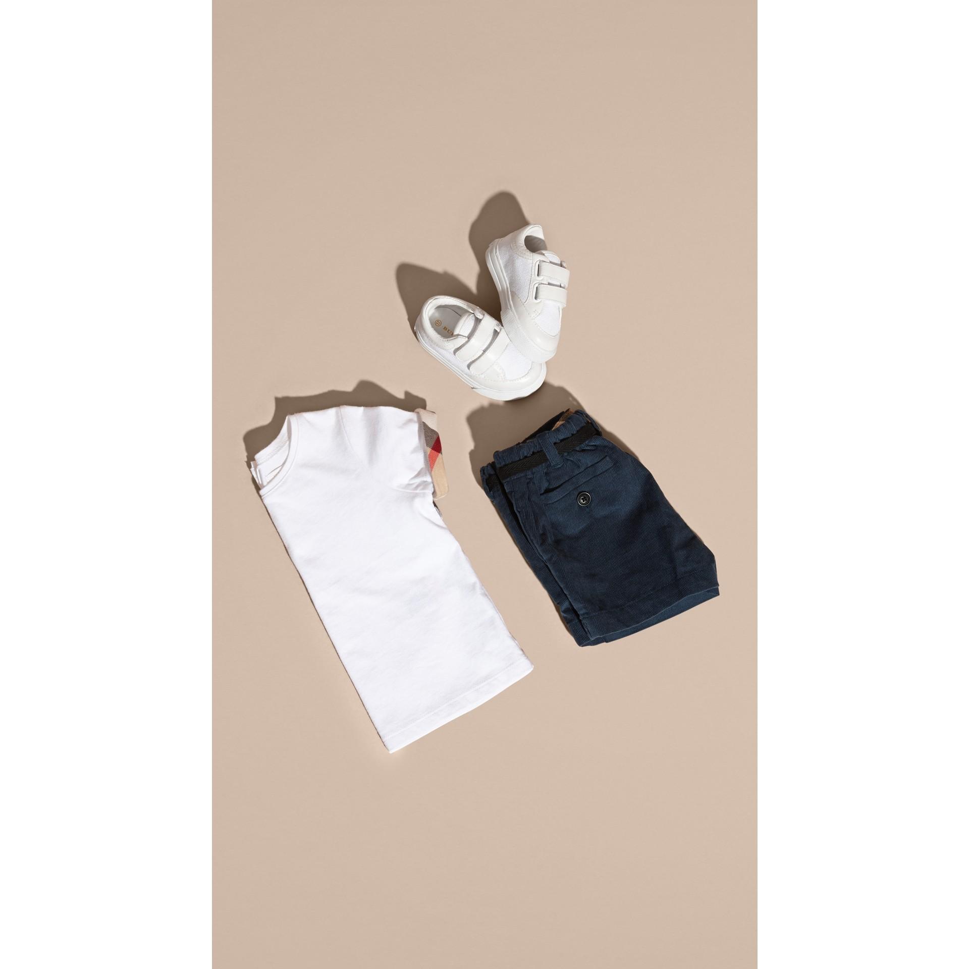 Bleu canard intense Short en velours côtelé de coton avec ceinture - photo de la galerie 5