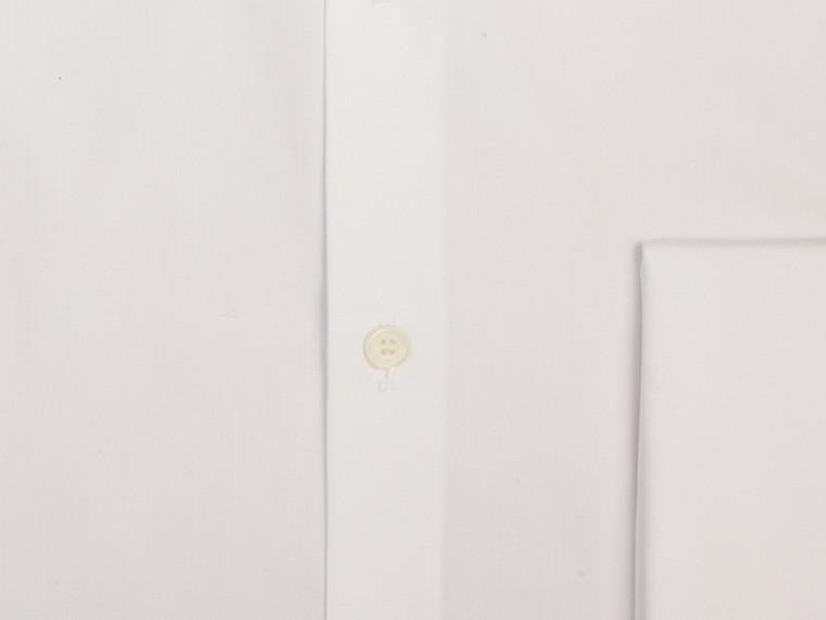 Blanc Chemise ajustée en popeline de coton à poignets mousquetaires - cell image 1