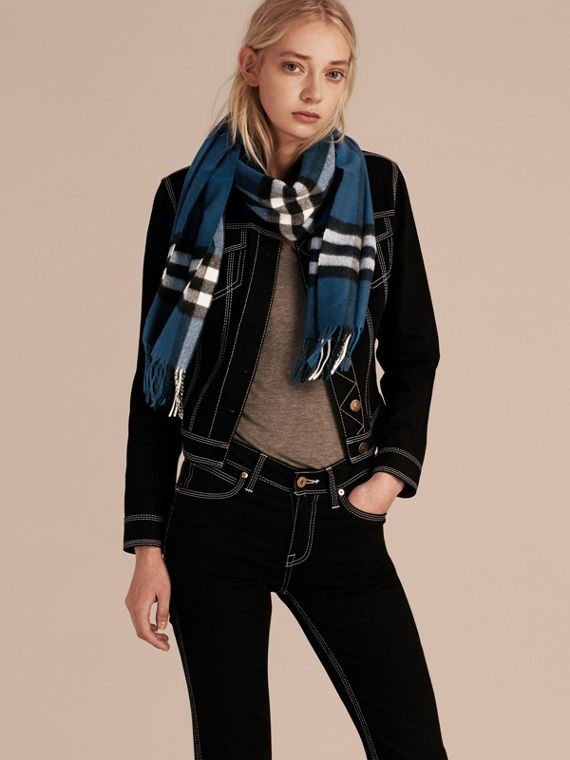 The Classic Check Cashmere Scarf in Marine Blue | Burberry - cell image 2