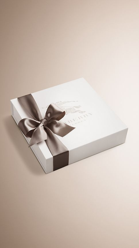 Classic check pâle Set cadeau six pièces pour bébé en coton - Image 3