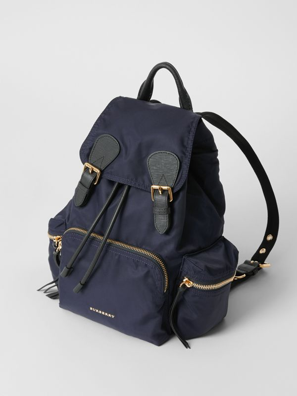 Sac The Rucksack moyen en nylon technique et cuir (Bleu Encre) - Femme | Burberry Canada - cell image 3