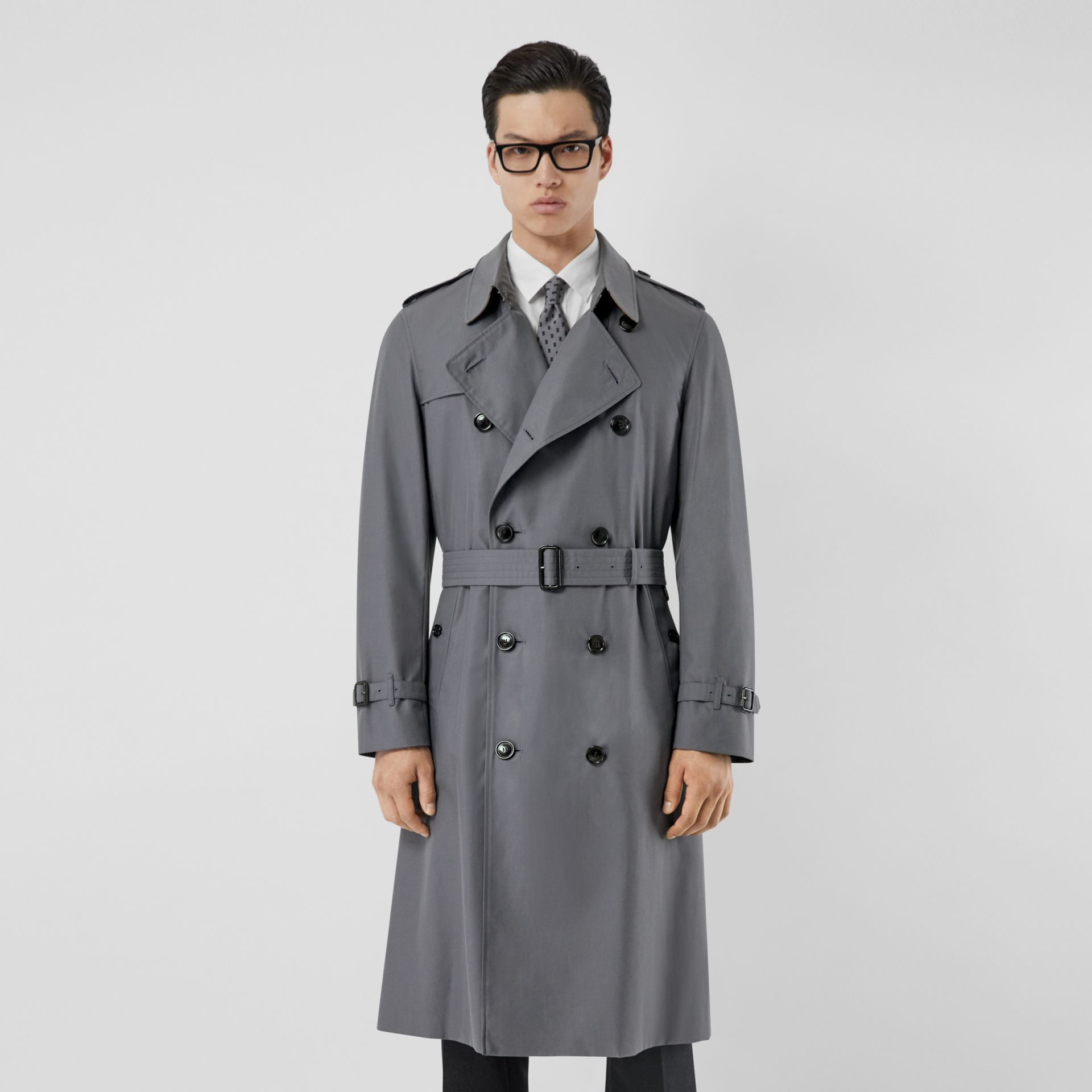 The Long Chelsea Heritage Trench Coat in Mid Grey - Men | Burberry Australia - gallery image 6