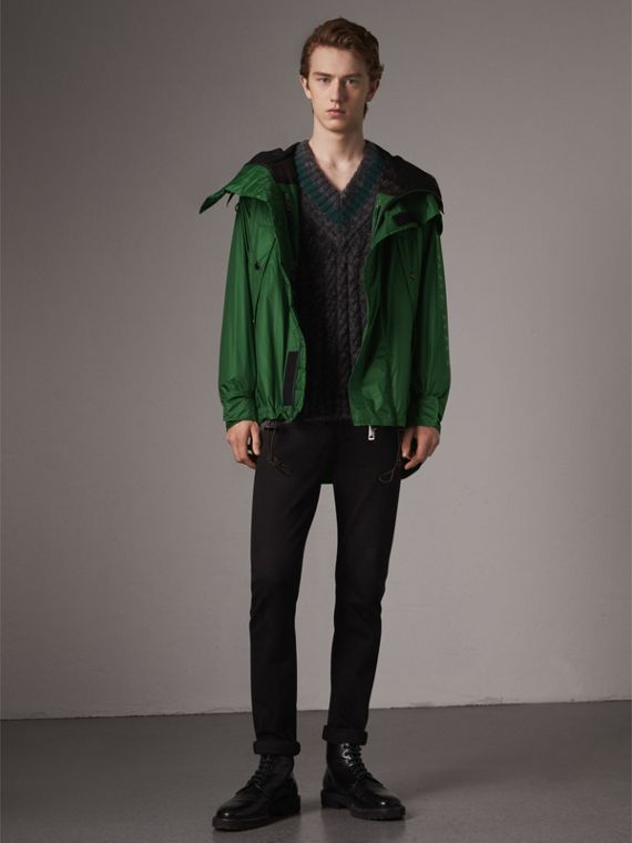 Lightweight Hooded Jacket in Pigment Green