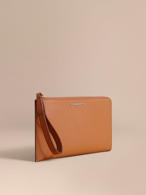 London Leather Travel Wallet in Tan | Burberry Australia