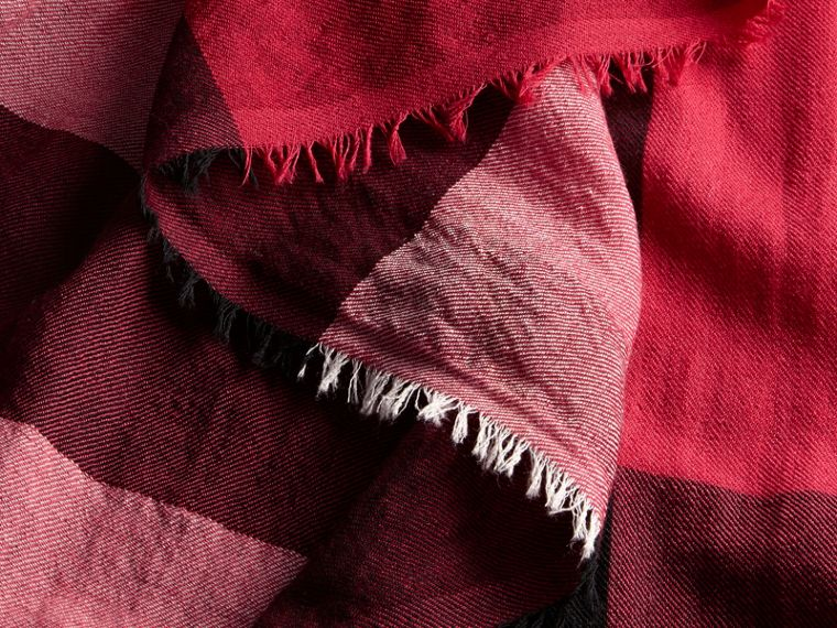The Lightweight Cashmere Scarf in Check in Fuchsia Pink - cell image 4