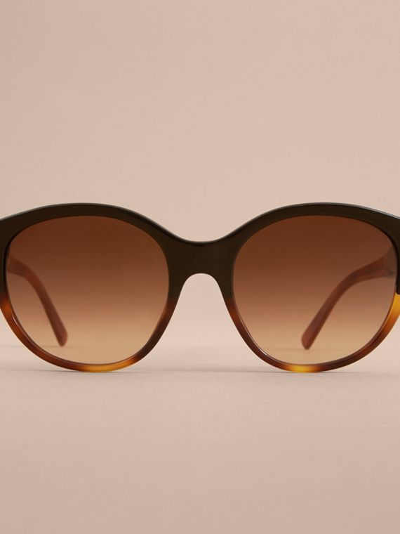 Buckle Detail Round Frame Sunglasses in Tortoise Amber - Women | Burberry - cell image 2