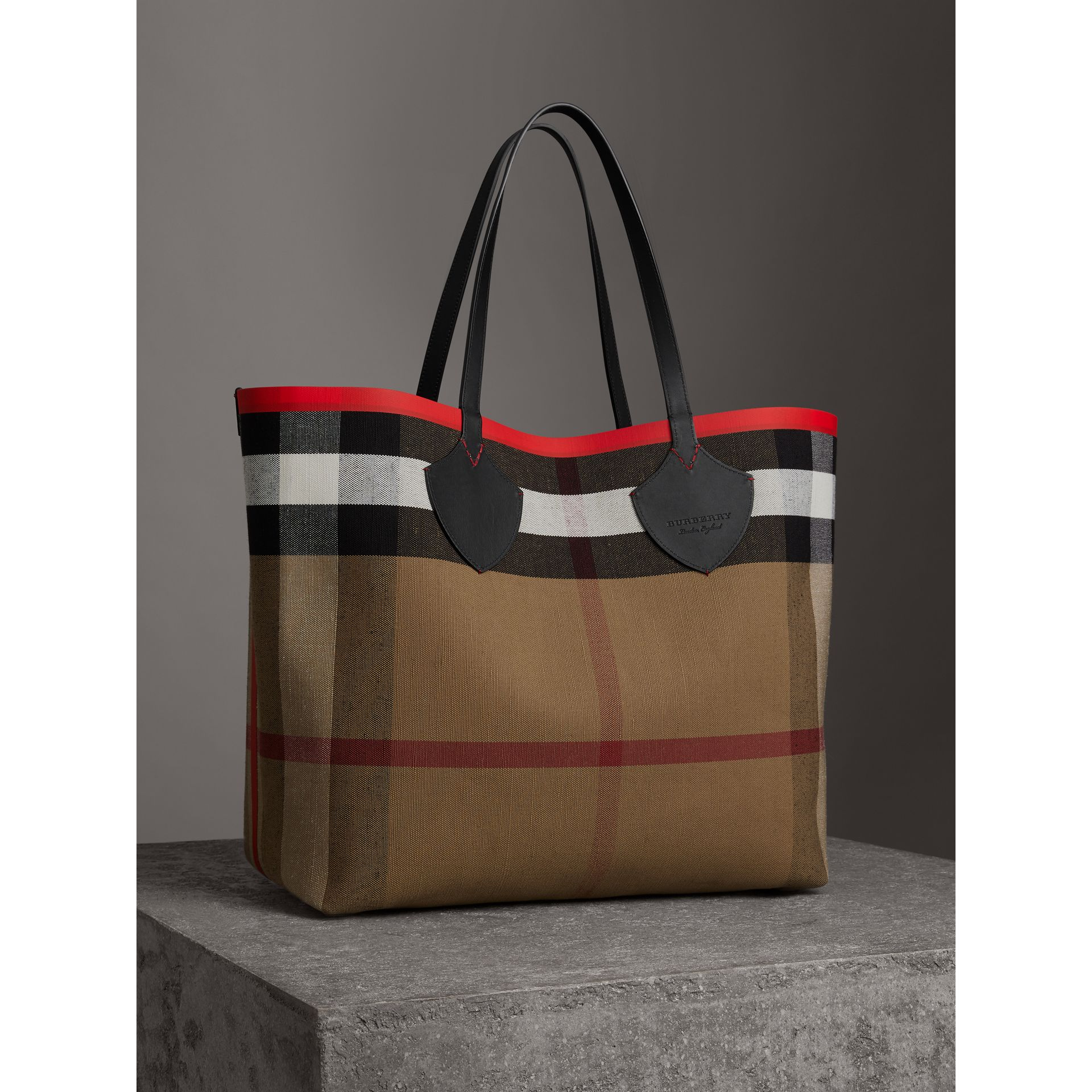 The Giant Reversible Tote in Canvas Check and Leather in Military Red/classic | Burberry Canada - gallery image 4