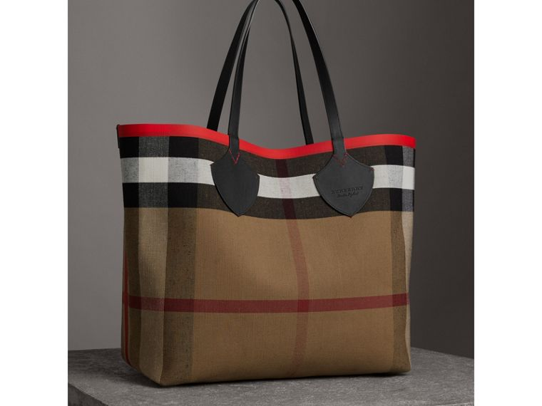 The Giant Reversible Tote in Canvas Check and Leather in Military Red/classic | Burberry Canada - cell image 4