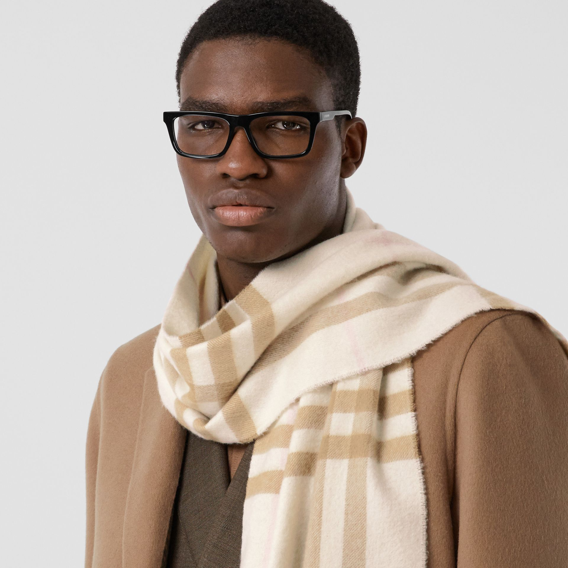 The Classic Check Cashmere Scarf in White/alabaster | Burberry Australia - gallery image 3
