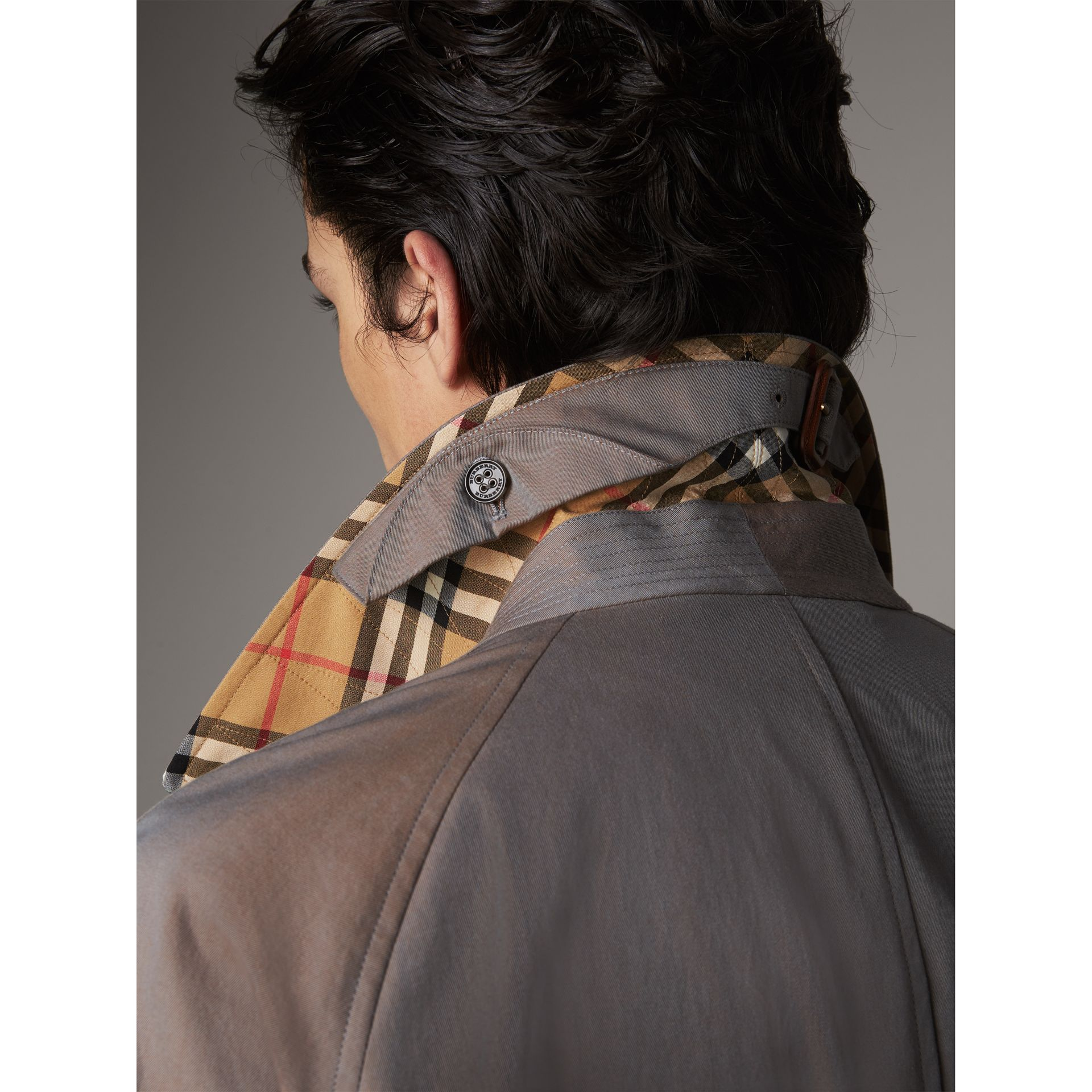The Brighton – Car Coat extra-long – Exclusivité en ligne (Gris Lilas) - Homme | Burberry - photo de la galerie 2