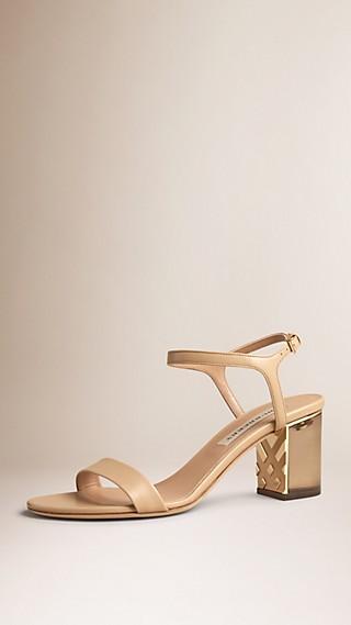 Sandales en cuir avec ornements check
