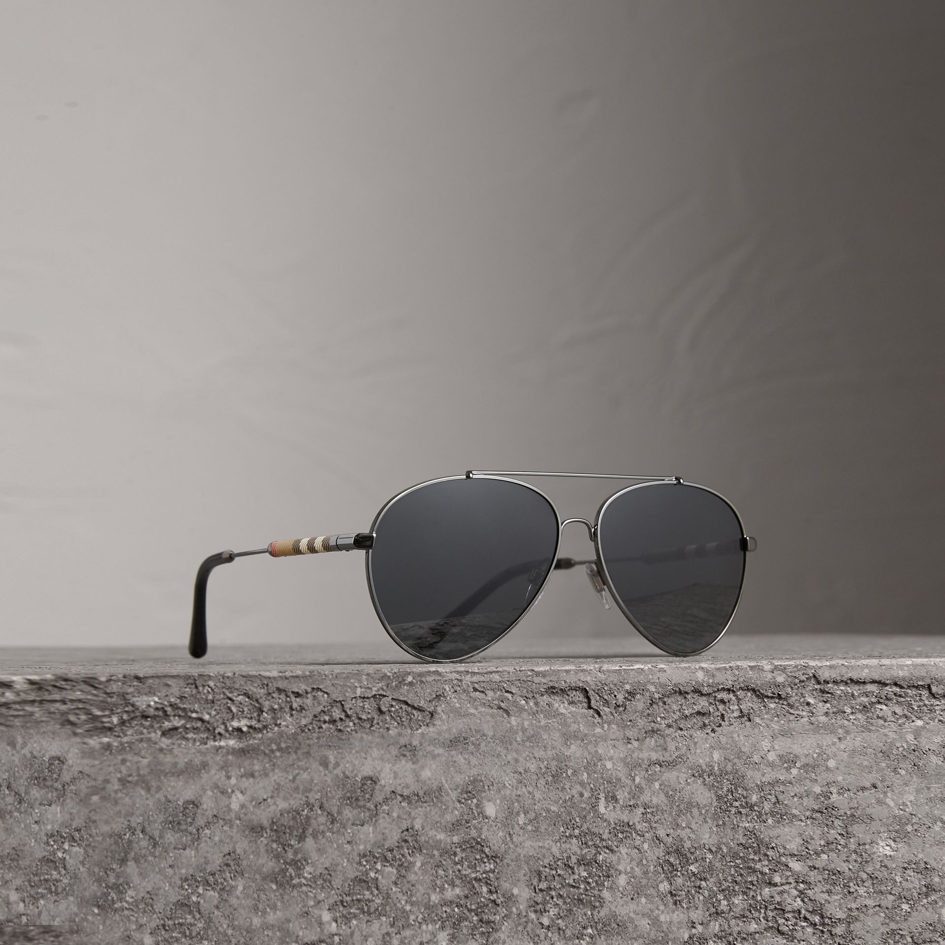 Check Detail Pilot Sunglasses in Black - Women | Burberry United States - gallery image 0