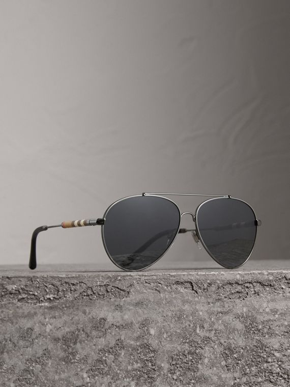 Check Detail Pilot Sunglasses in Black