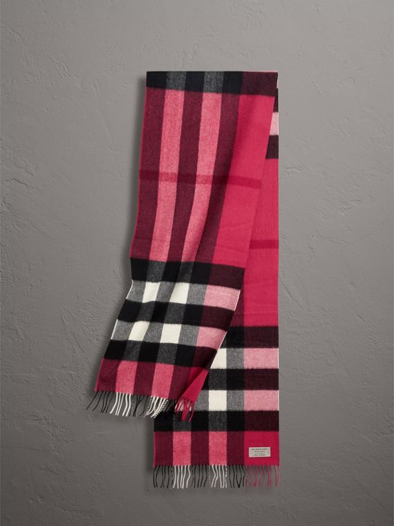The Large Classic Cashmere Scarf in Check in Fuchsia Pink