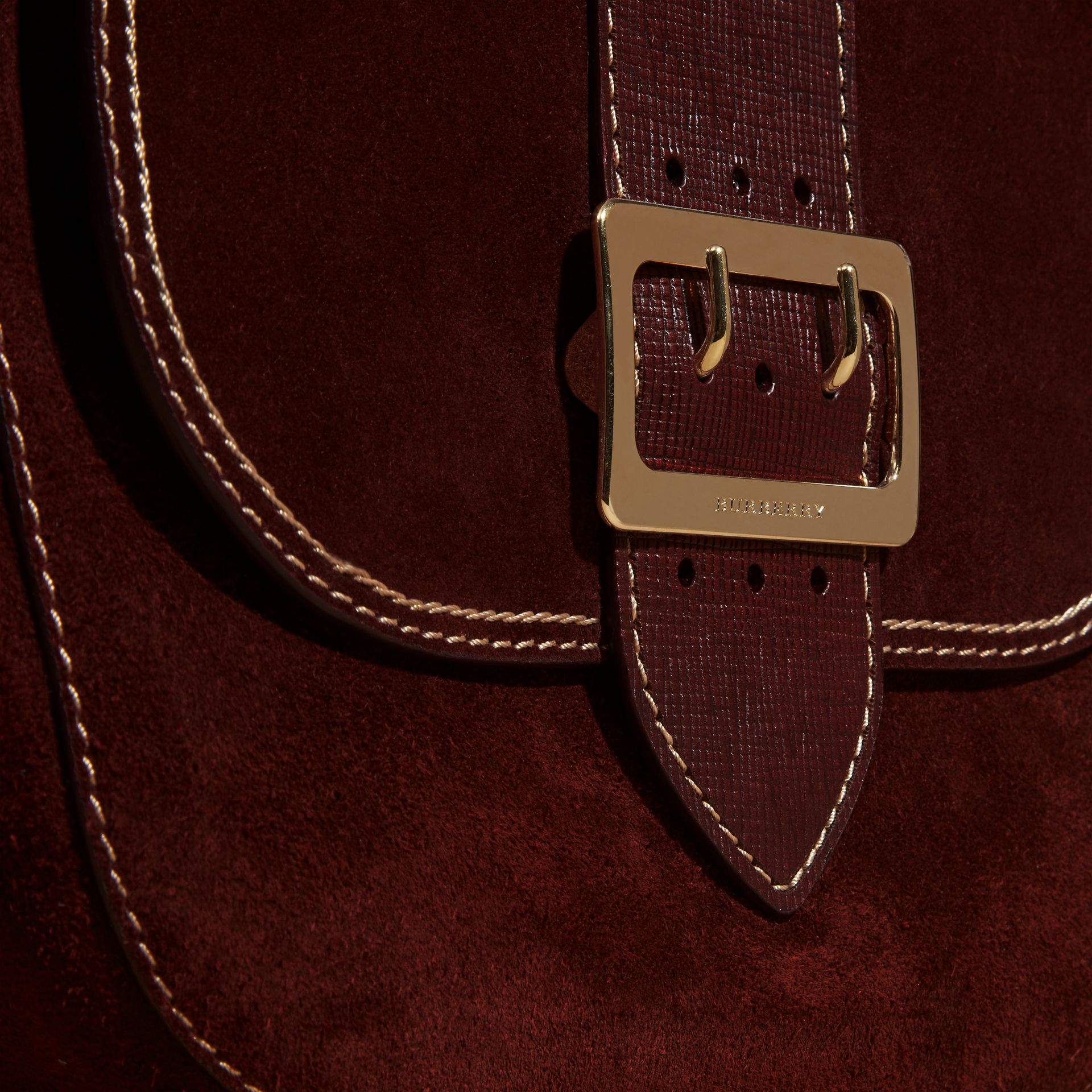 Rouge acajou Sac cartable The Buckle en cuir velours avec surpiqûres Rouge Acajou - photo de la galerie 2