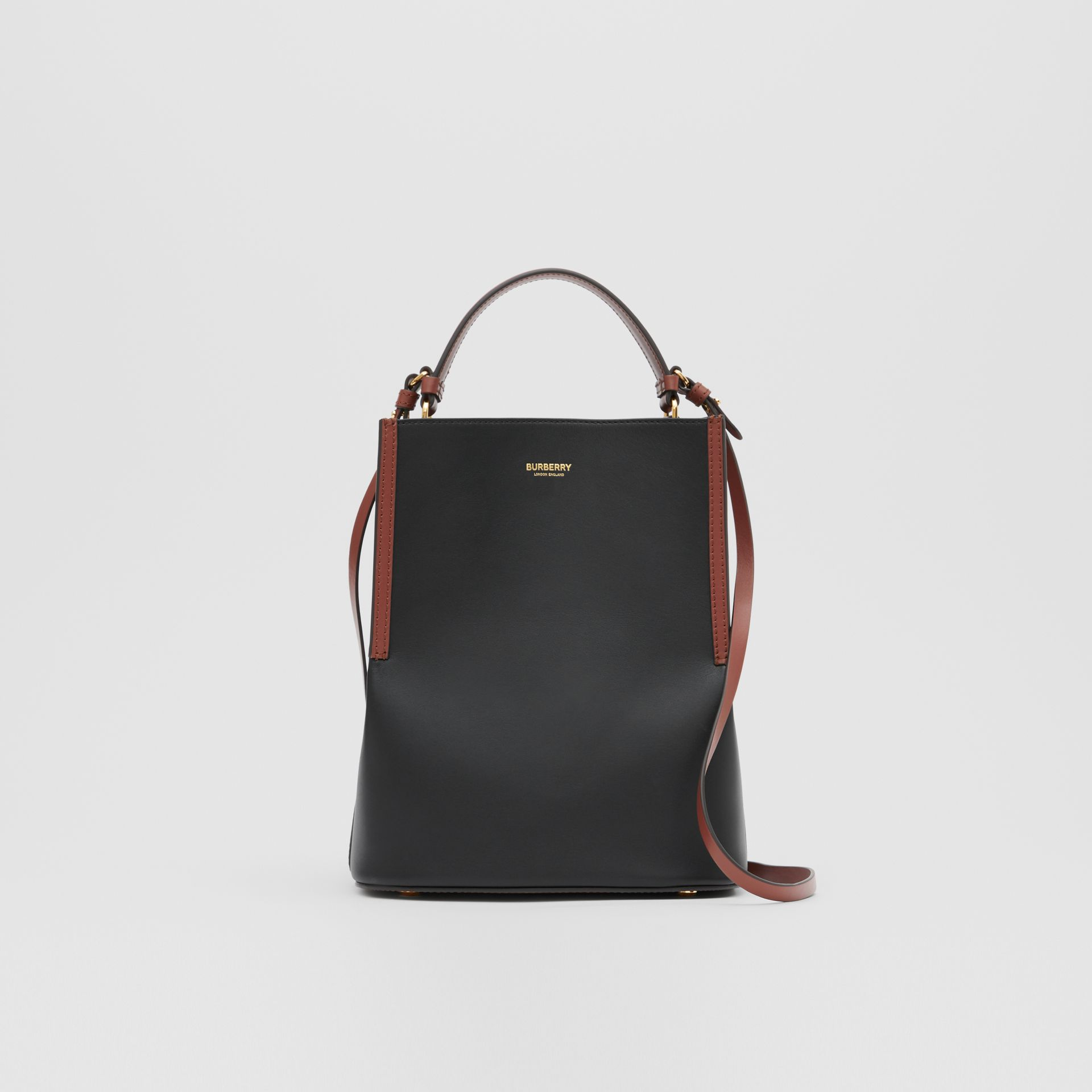 스몰 투톤 레더 페기 버킷 백 (블랙) - 여성 | Burberry - 갤러리 이미지 0