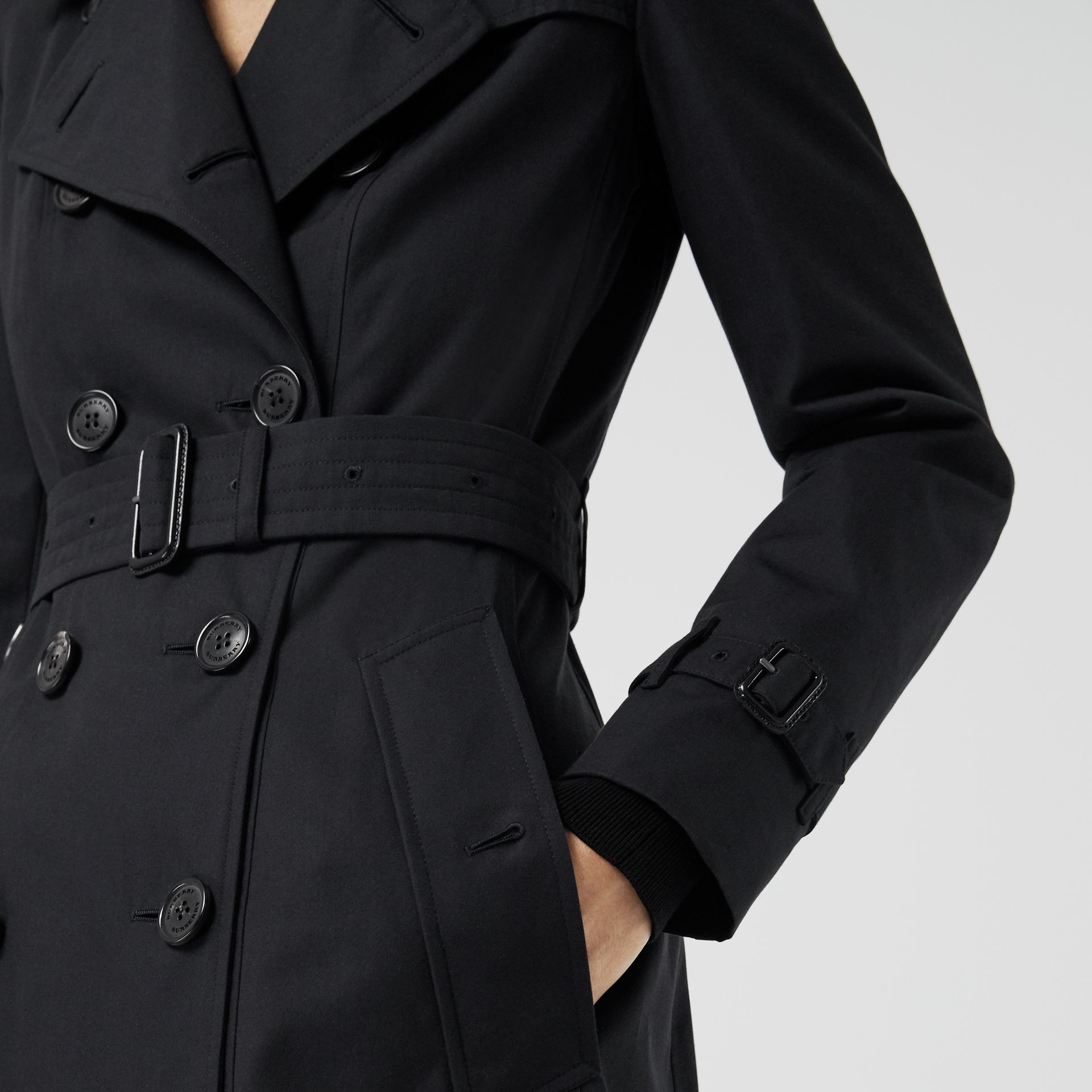 The Long Chelsea Heritage Trench Coat in Midnight - Women | Burberry Hong Kong - gallery image 4