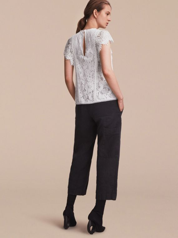 Scalloped Cap Sleeve Floral Lace Top - cell image 2