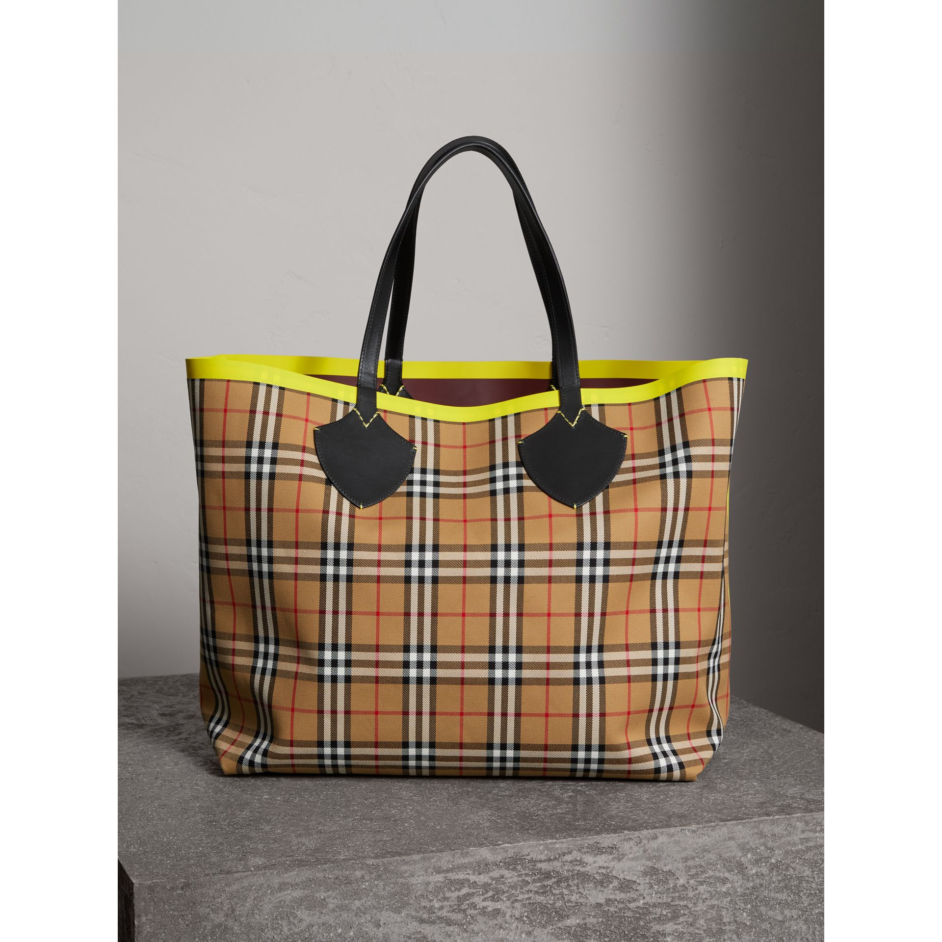 The Giant Reversible Tote in Vintage Check and Leather in Mahogany Red/antique Yellow | Burberry Hong Kong - gallery image 0
