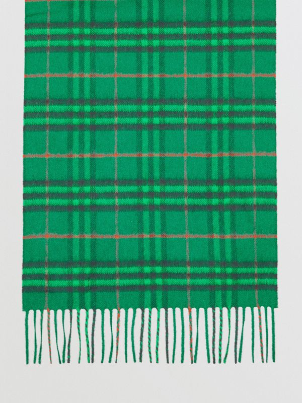 The Classic Vintage Check Cashmere Scarf in Viridian Green | Burberry Australia - cell image 3