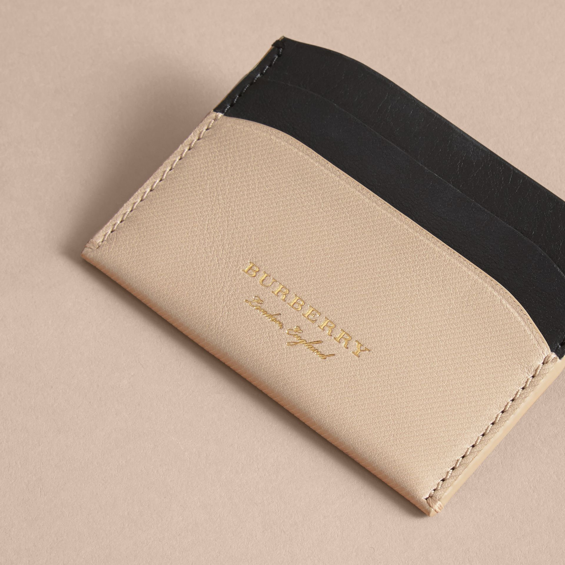 Two-tone Trench Leather Card Case in Limestone/ Black - Women | Burberry - gallery image 2