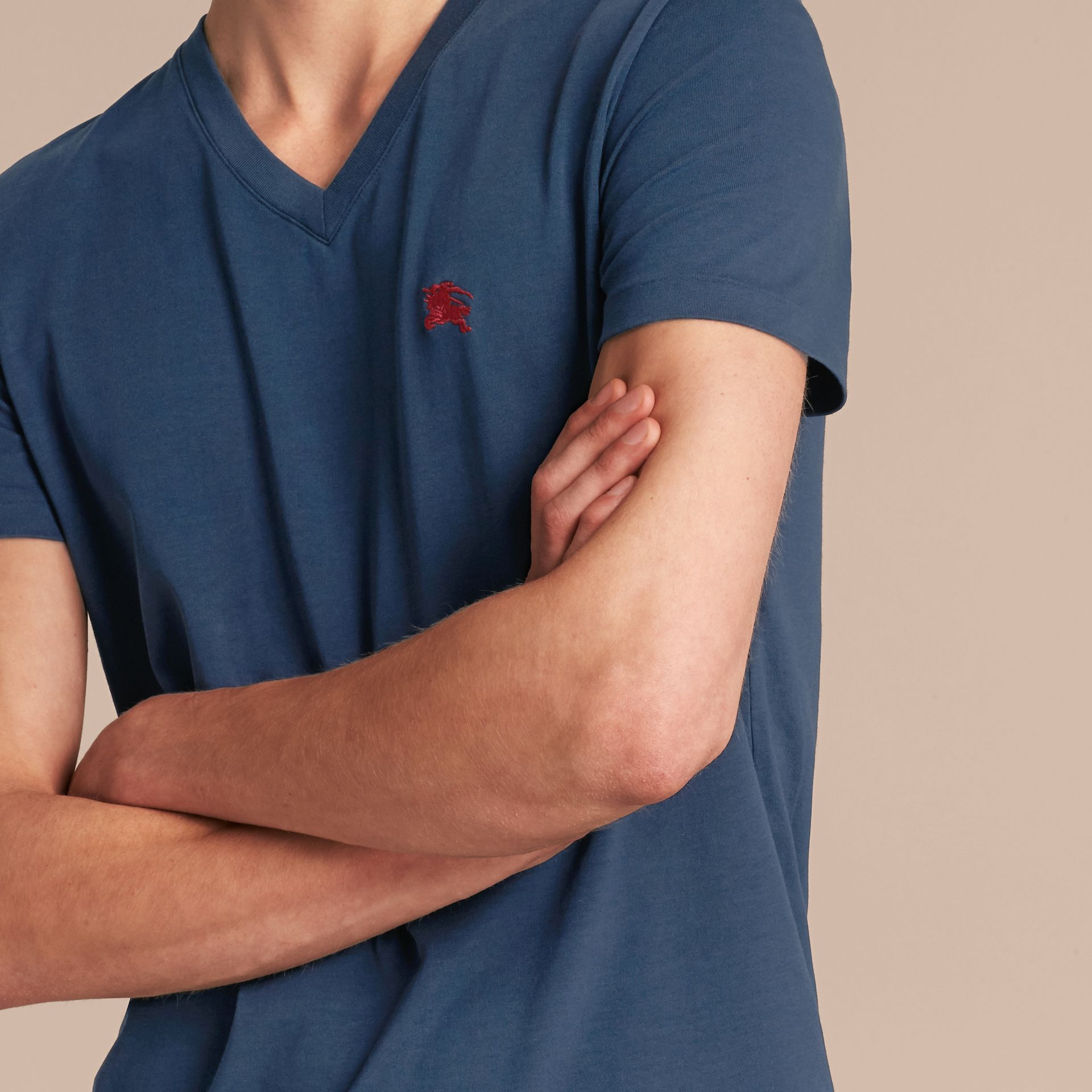 Cotton V-neck T-shirt Navy - gallery image 5