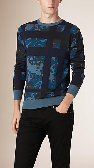 Pullover in cotone con stampa camouflage
