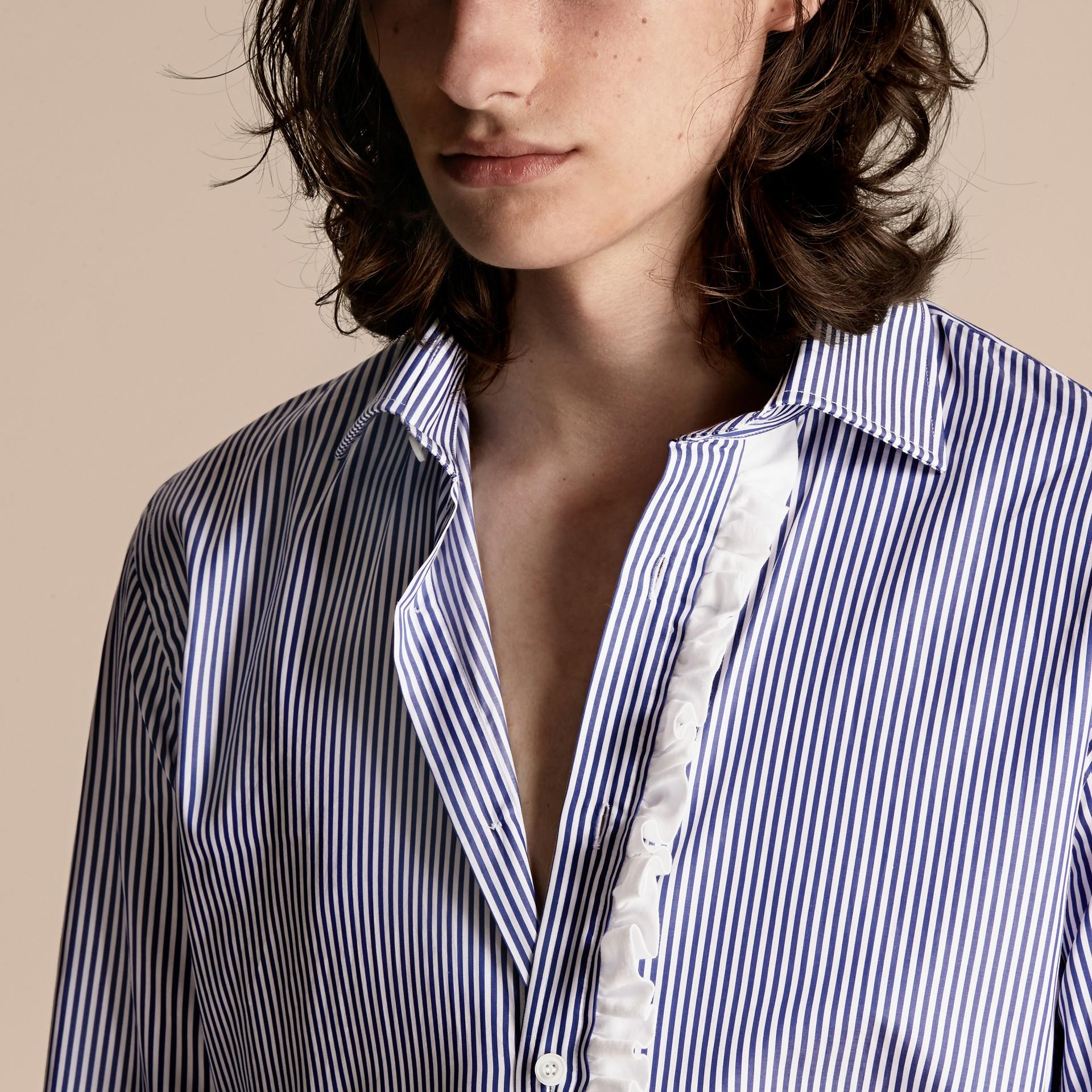 Indaco medio Camicia in cotone a righe con arricciature - immagine della galleria 5
