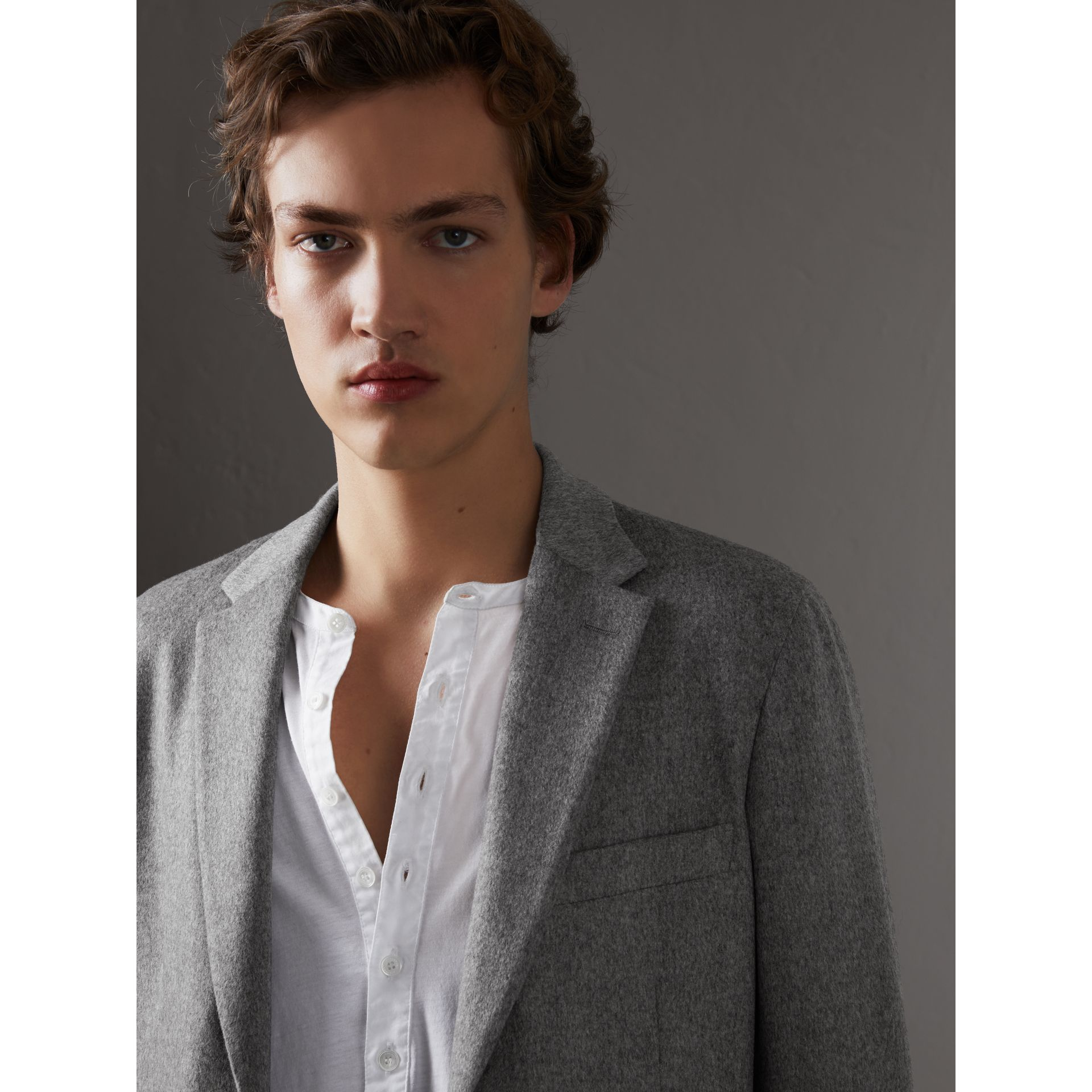 Soho Fit Cashmere Tailored Jacket in Mid Grey Melange - Men | Burberry Australia - gallery image 4