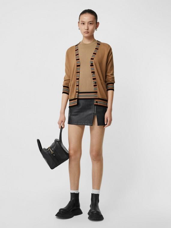 Cardigan in lana Merino con iconico motivo a righe (Cammello)