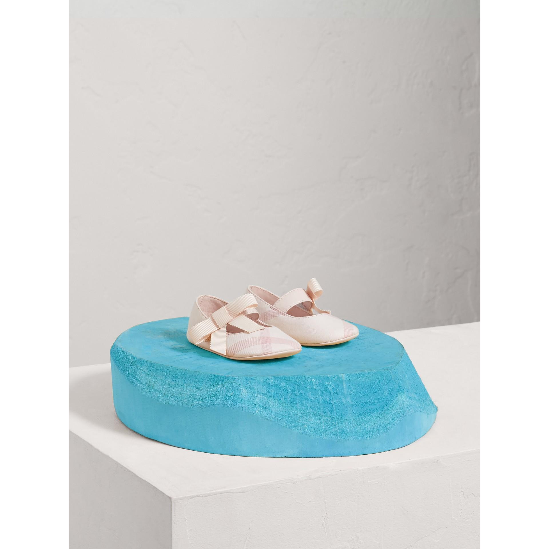 Ballerine con fiocco in cotone e pelle con motivo tartan (Rosa Ghiaccio) | Burberry - immagine della galleria 0