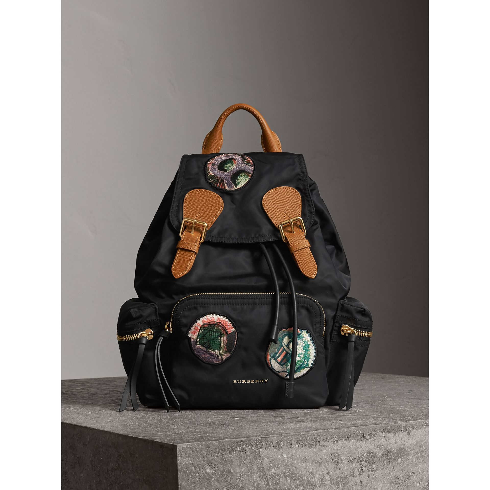 Sac The Rucksack medium en nylon technique avec appliqué à motif Pallas Heads (Noir) - Femme | Burberry - photo de la galerie 6