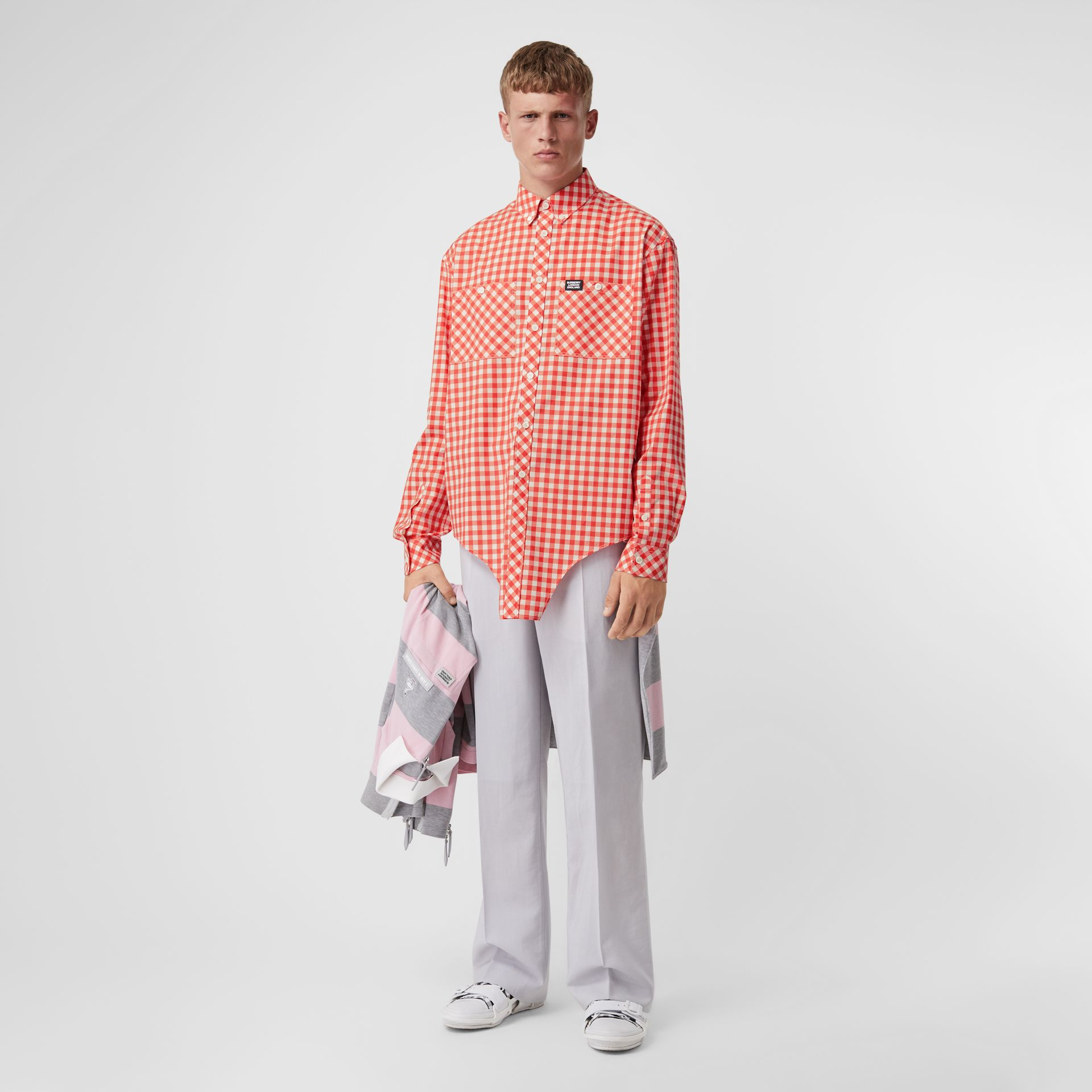 Cut-out Hem Gingham Cotton Oversized Shirt in Red | Burberry - gallery image 4