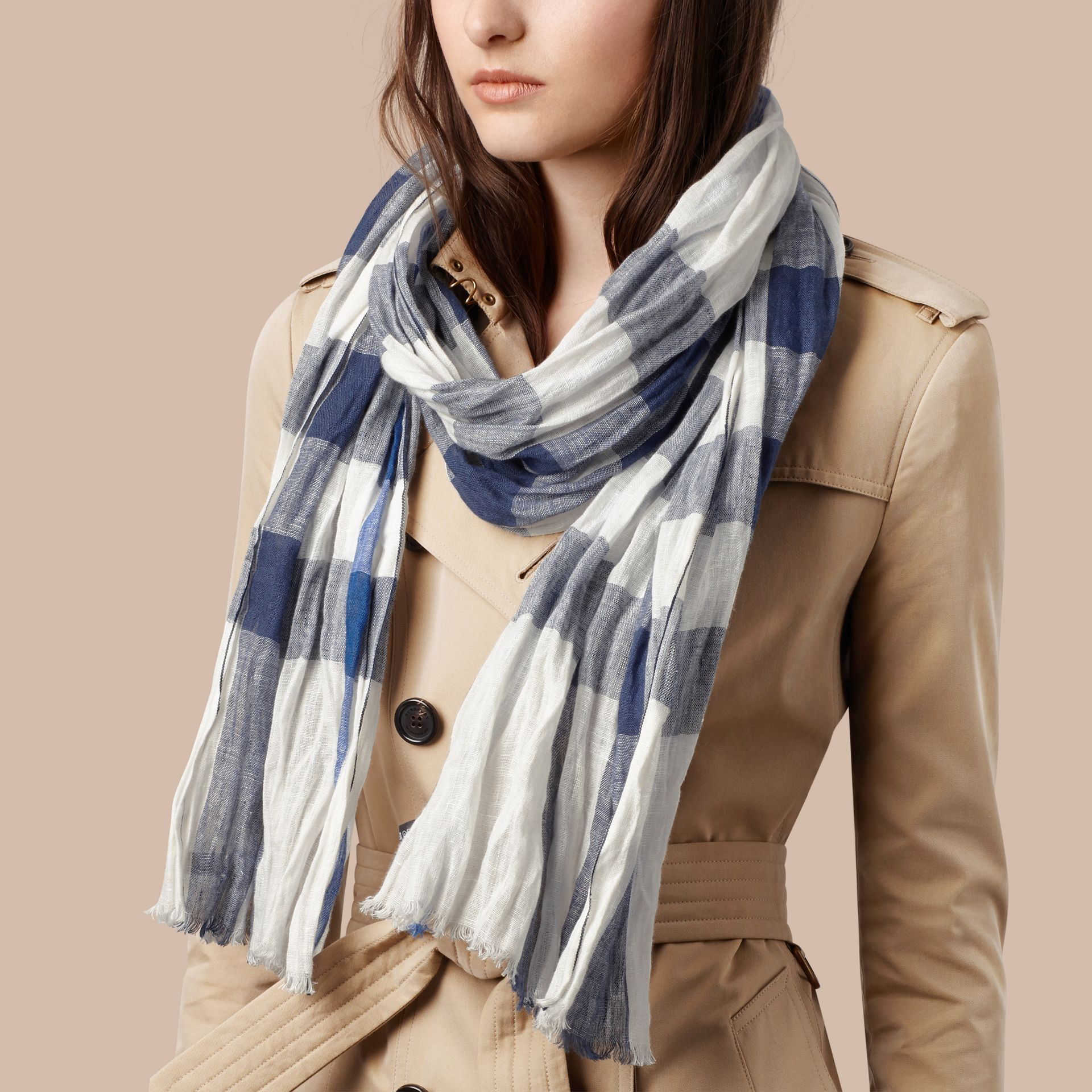 Chalk white check Check Linen Crinkled Scarf Chalk White - gallery image 2