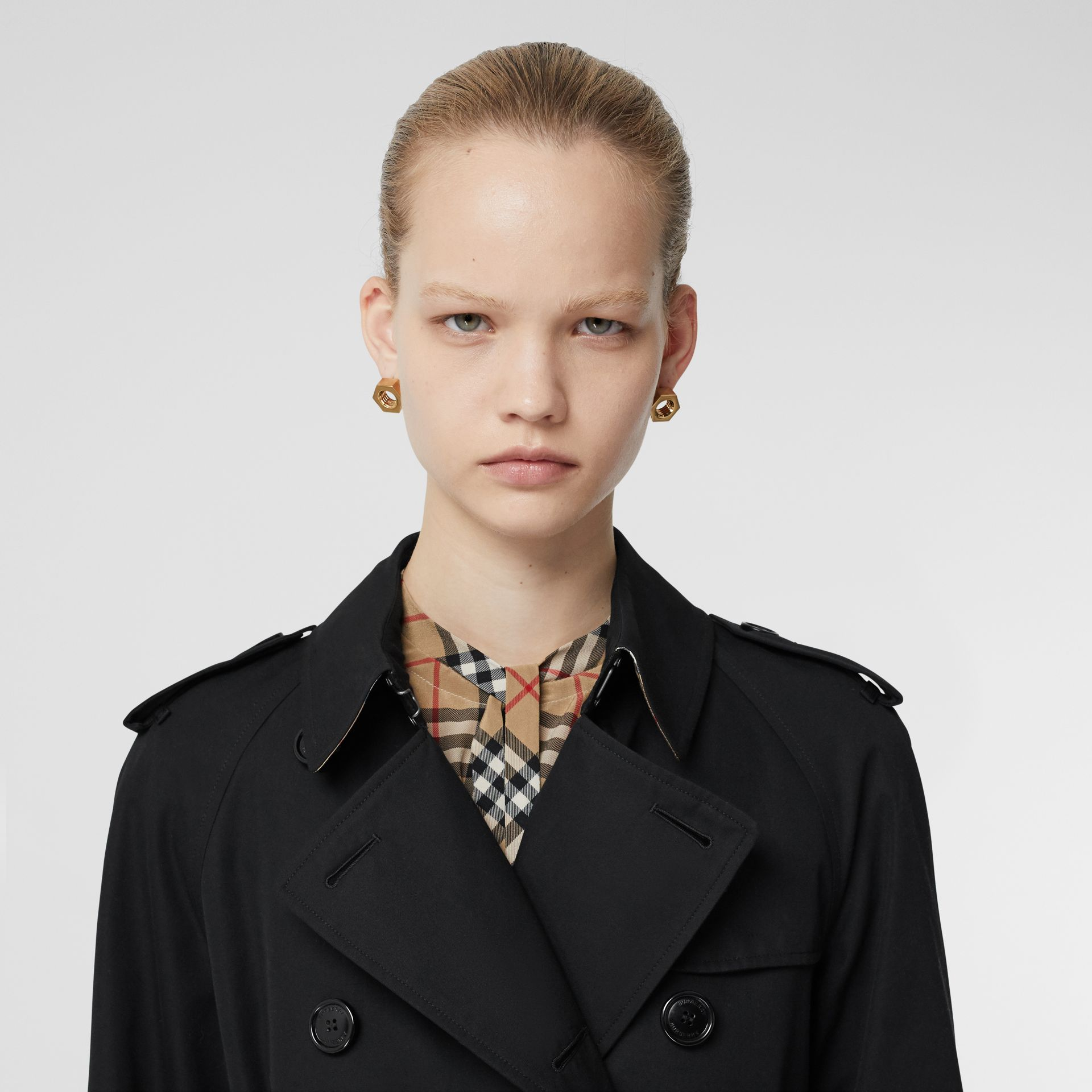 The Long Waterloo Heritage Trench Coat in Black - Women | Burberry United States - gallery image 10