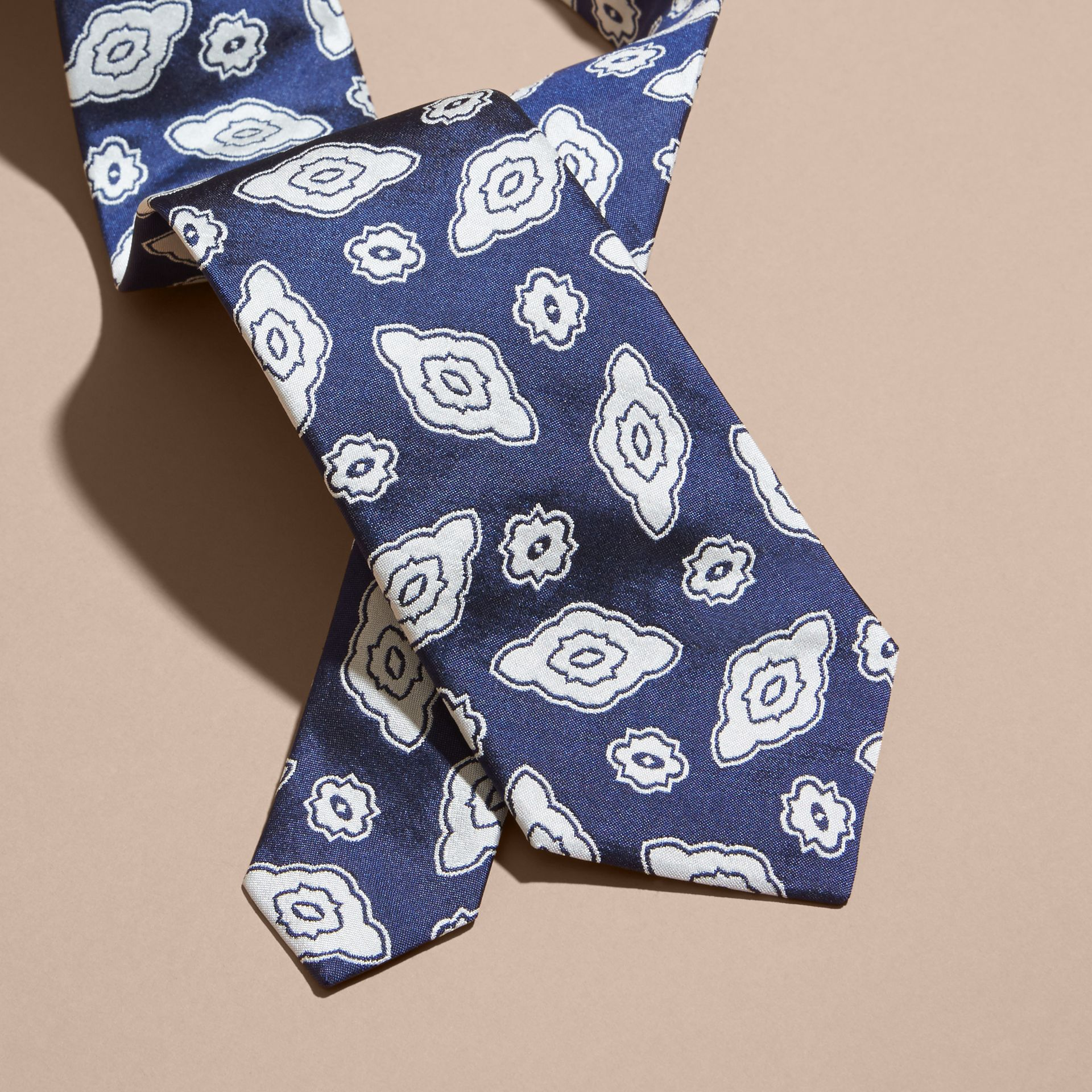 Brilliant blue Modern Cut Silk Geometric Jacquard Tie Brilliant Blue - gallery image 2