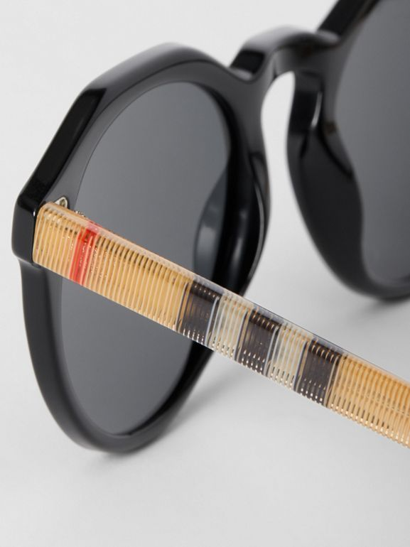 Vintage Check Detail Round Frame Sunglasses in Black/beige - Men | Burberry United Kingdom - cell image 1