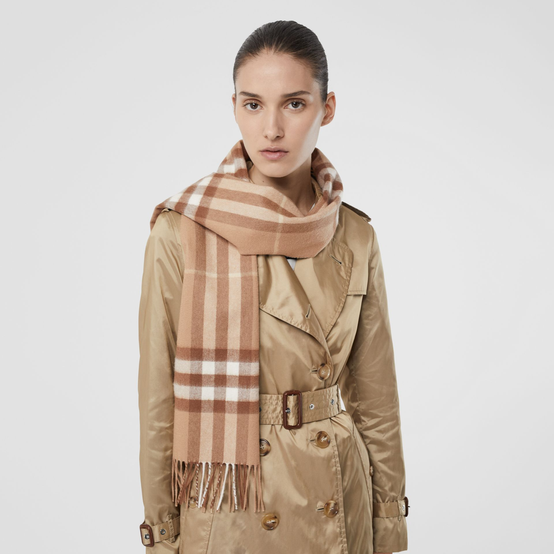 The Classic Check Cashmere Scarf in Mid Camel | Burberry Hong Kong S.A.R - gallery image 2