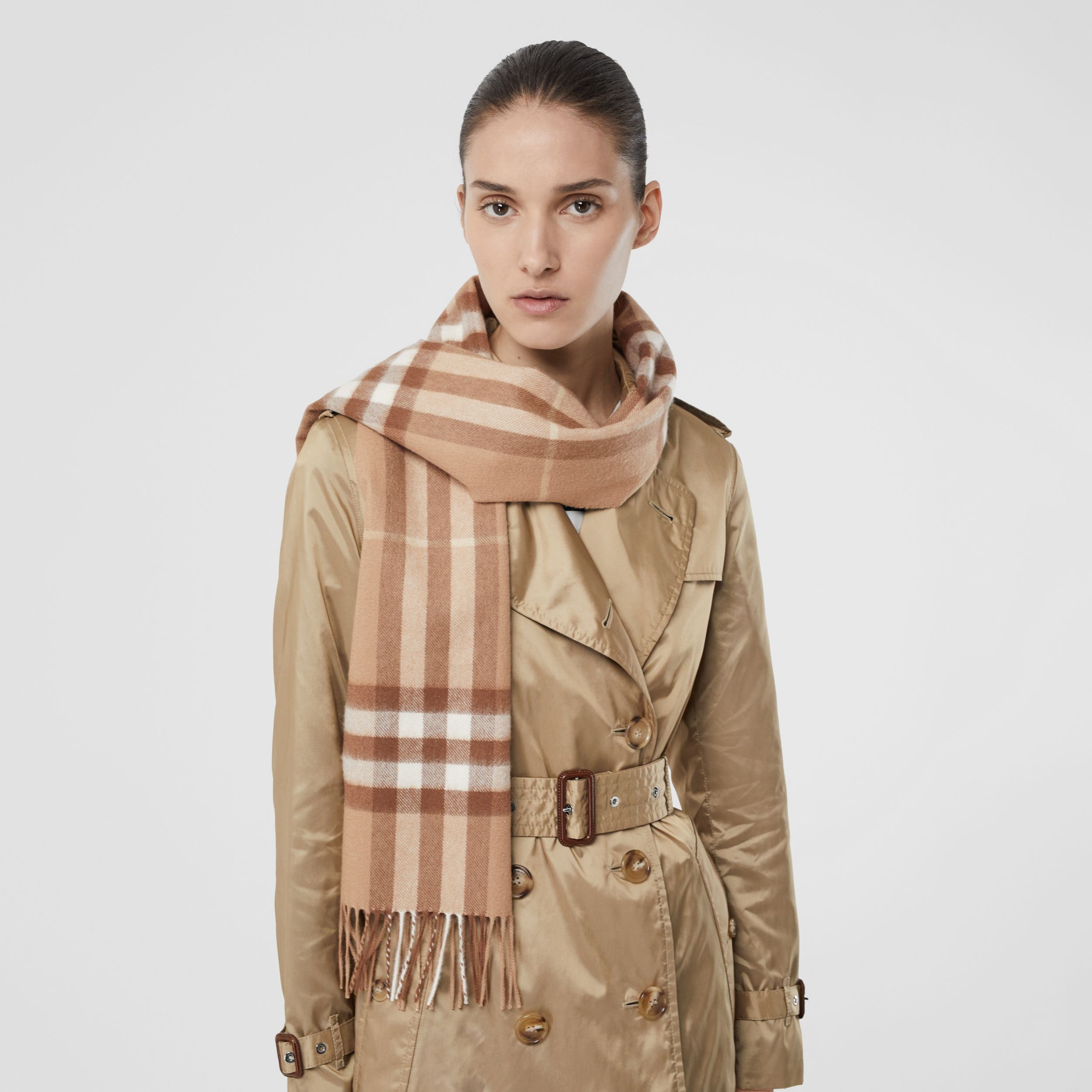 The Classic Check Cashmere Scarf in Mid Camel | Burberry - 3